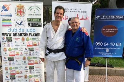 Antonio Rodrigo y Mariano García con traje de judo.
